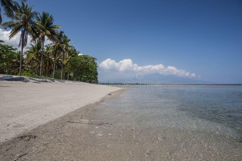 Spiaggia sull'isola del Flores, Indonesia fotografia stock libera da diritti