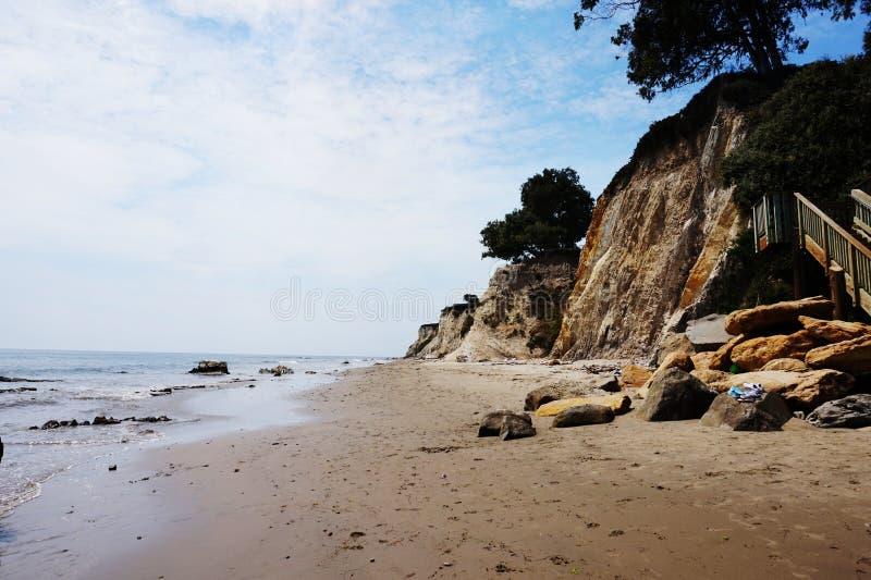 Spiaggia sulla costa immagine stock libera da diritti