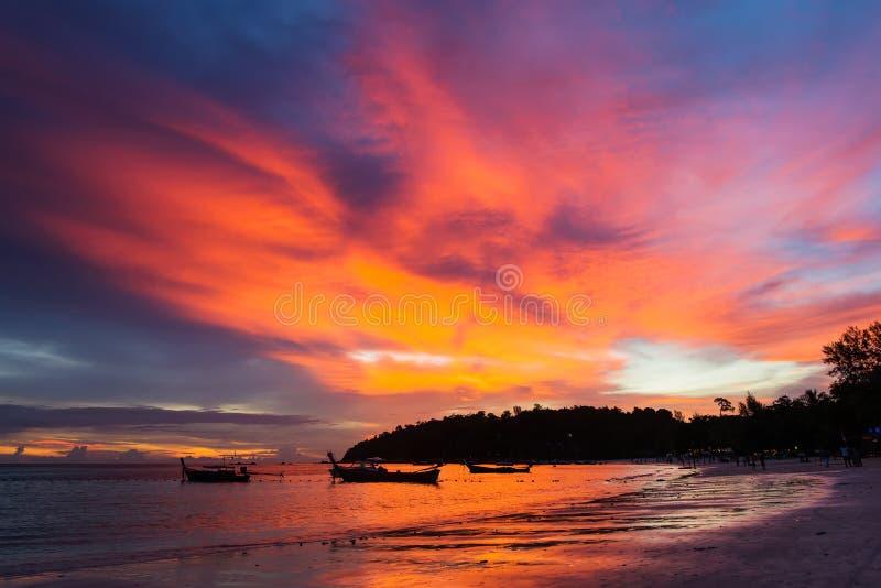 Spiaggia Tailandia di Koh Lipe con il tramonto più bello fotografia stock libera da diritti