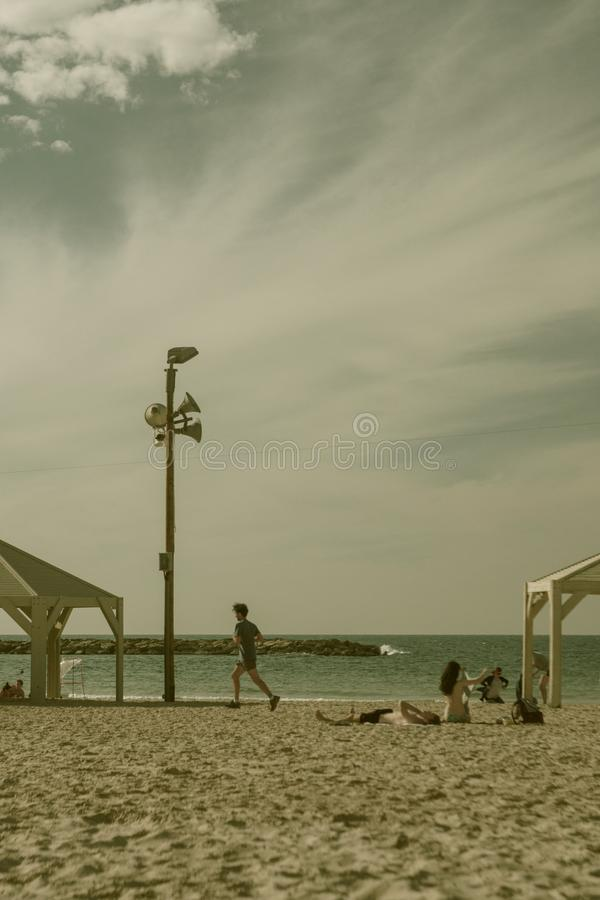 Spiaggia a Tel Aviv in Israele fotografia stock libera da diritti