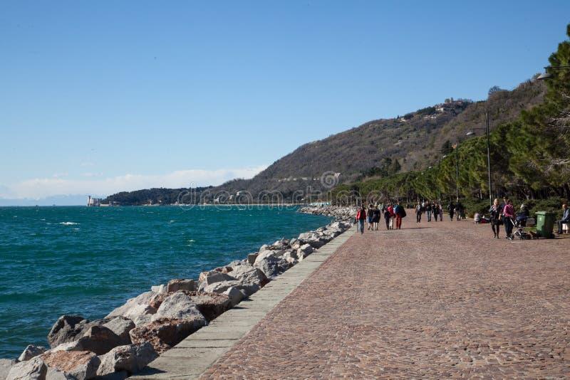 Spiaggia a Trieste immagini stock