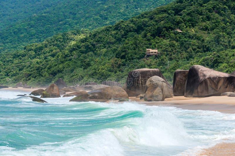 Spiaggia in Trinidade - Paraty, Brasile fotografia stock
