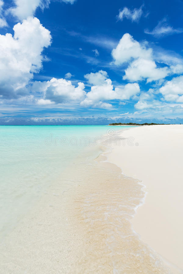 Download Spiaggia tropicale fotografia stock. Immagine di colorful - 30828702