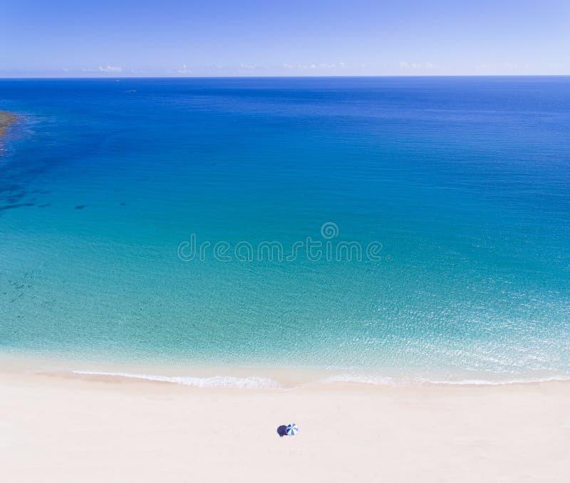 Download Spiaggia Tropicale Con Il Concetto Di Vacanze Estive Fotografia Stock - Immagine di mare, turismo: 117980676