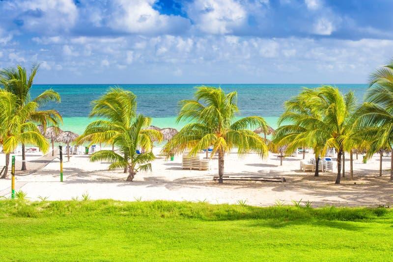 Spiaggia tropicale in Cuba fotografie stock