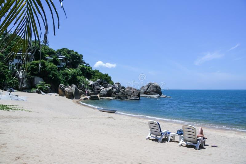 Spiaggia tropicale della località di soggiorno dell'isola di samui di Ko fotografia stock libera da diritti