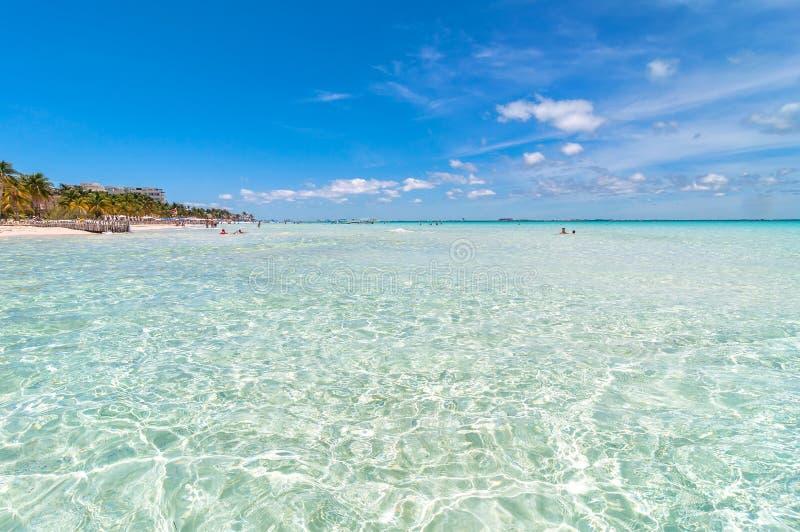 Spiaggia tropicale in Isla Mujeres, Messico immagini stock
