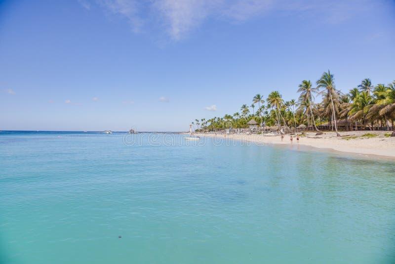Spiaggia tropicale sabbiosa bianca sul dominicano Rebublic immagini stock libere da diritti