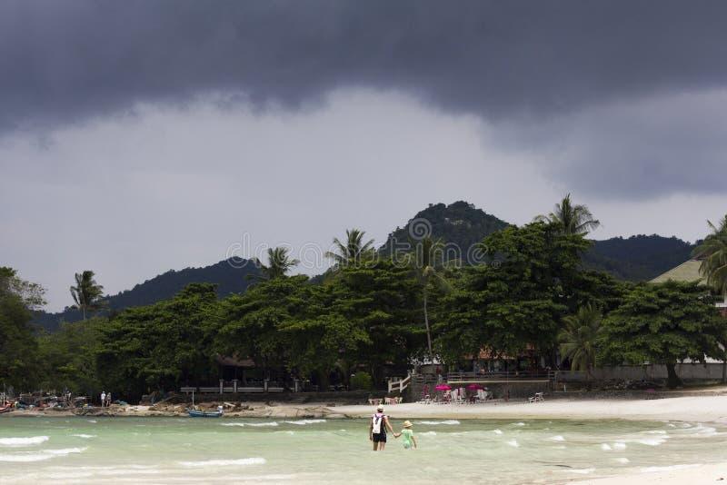 Spiaggia venente di samui del KOH della tempesta del mare fotografia stock libera da diritti