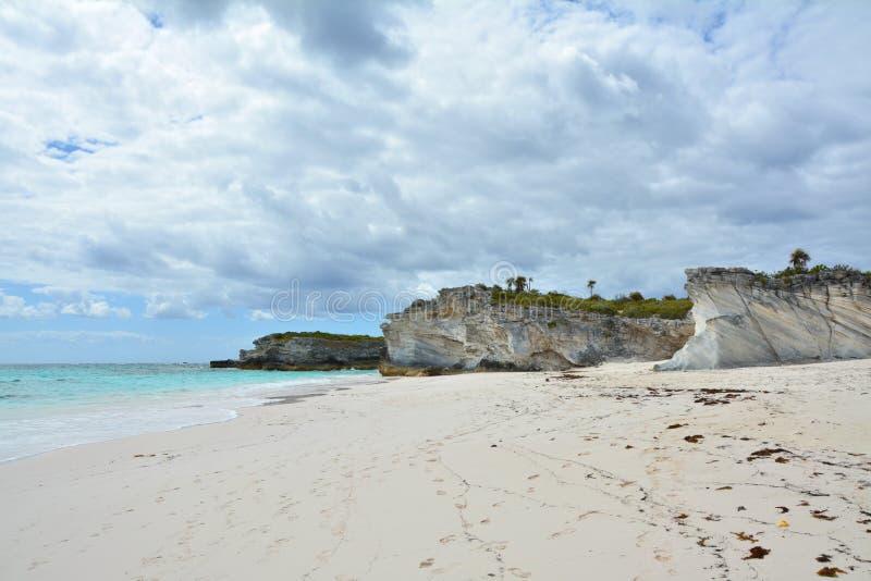 Spiaggia vuota dell'isola di Eleuthera, Bahama fotografia stock libera da diritti
