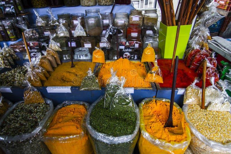 Spice Vendor op de markt van de openbare straat in Sao Jose dos campos Brazilië royalty-vrije stock foto