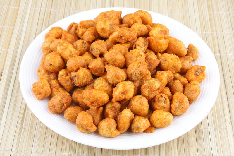 Spiced ha ricoperto l'arachide fritta fotografie stock