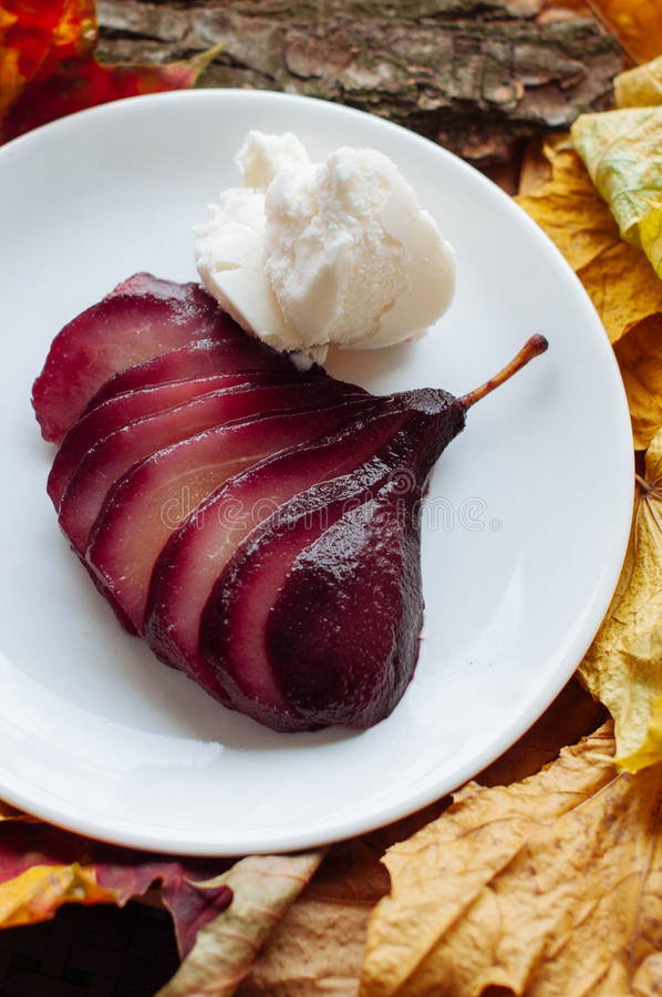 Free Spiced Red Wine Poached Pears Royalty Free Stock Photos - 55013768