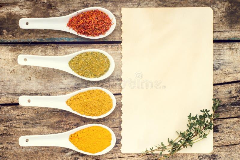 Spices предпосылка рецепта стоковые фотографии rf