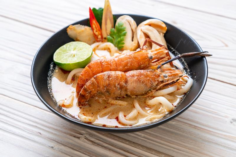 spicy shrimps udon ramen noodle (Tom Yum Goong stock photography