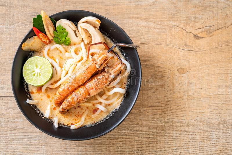 spicy shrimps udon ramen noodle (Tom Yum Goong stock photos