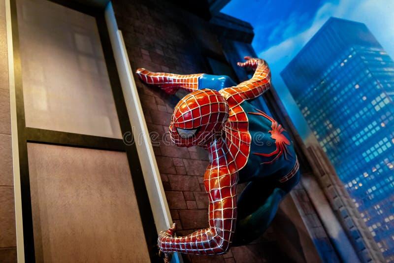 Spidermanen förundra sig komiker i museum för madam Tussauds Wax i Amsterdam, Nederländerna arkivfoton