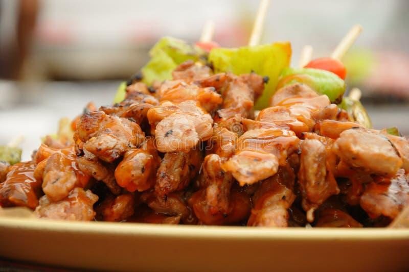Spiedi tailandesi del pollo del barbecue di cucina fotografie stock libere da diritti