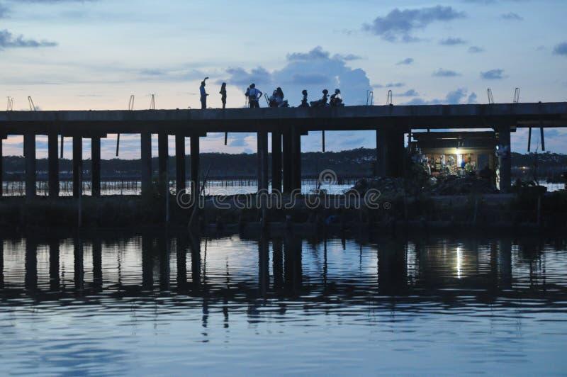 Spiegel der Straßenbrücke stockfotografie