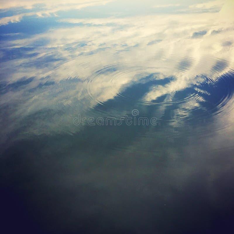 Spiegel des Himmels stockbilder