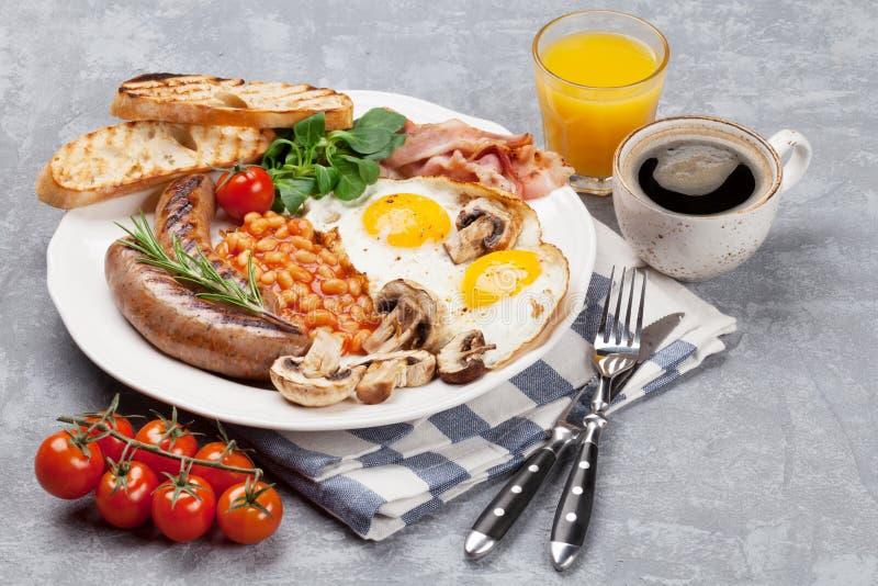 Spiegeleier des englischen Frühstücks, Würste, Speck lizenzfreie stockfotografie