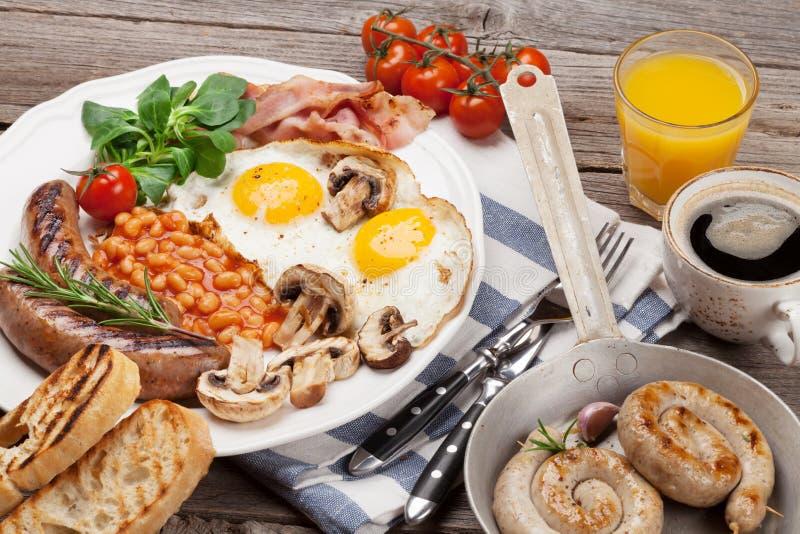 Spiegeleier des englischen Frühstücks, Würste, Speck lizenzfreies stockfoto