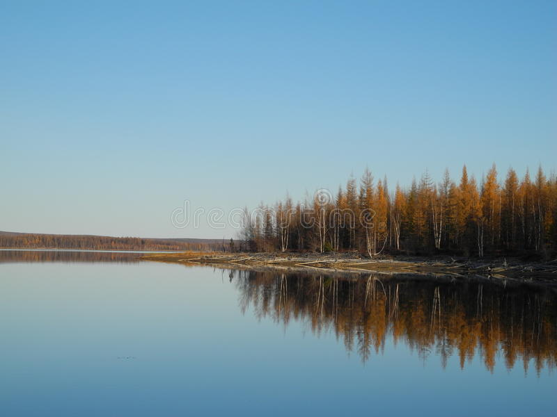 Spiegeloppervlaktewater stock fotografie