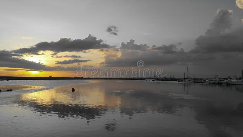 Spiegelsonnenuntergang stockbild