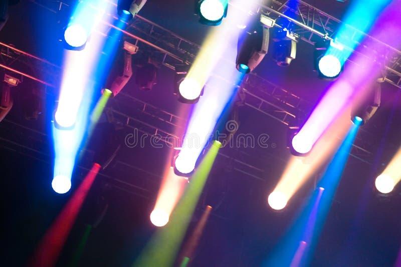 Spiel von verschiedenen Farben der Lichter stockfotografie