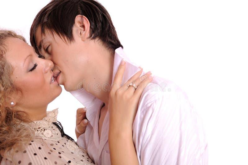 Spielen der jungen Paare lizenzfreie stockfotografie