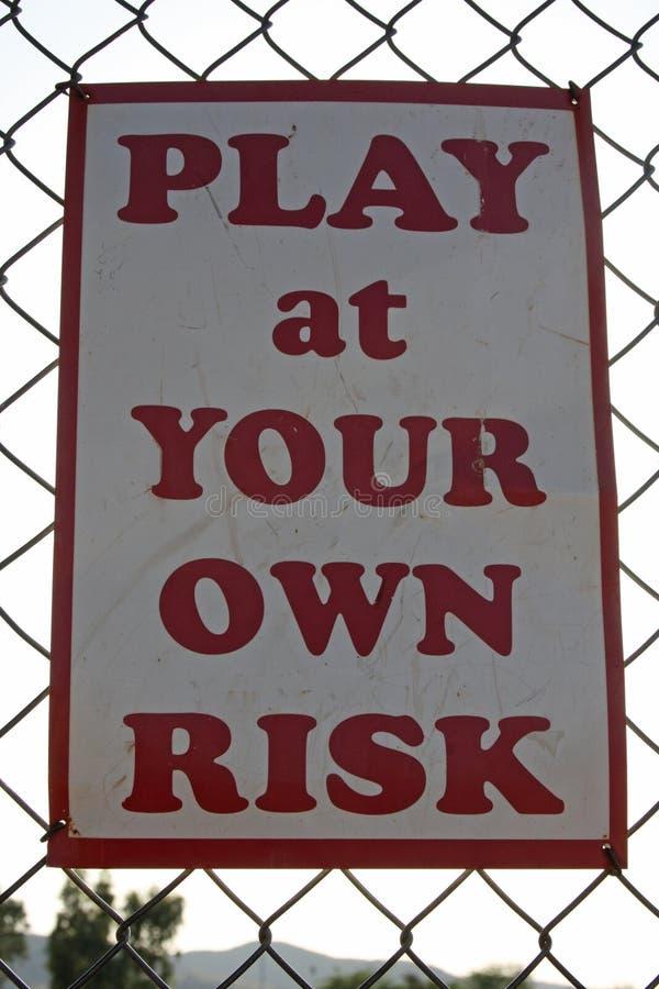 Spielen an Ihrer eigenen Gefahr lizenzfreie stockfotos