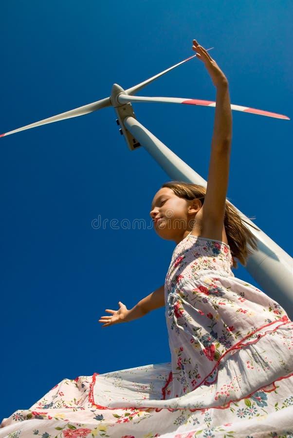 Spielen im Wind lizenzfreies stockbild