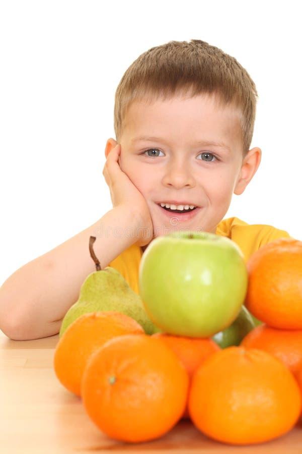 Spielen mit Früchten stockfotografie