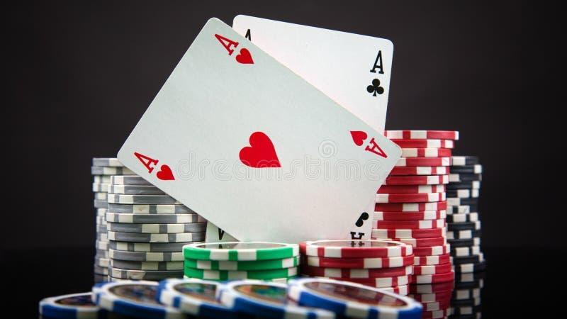 Spielen mit Karten und Schürhaken