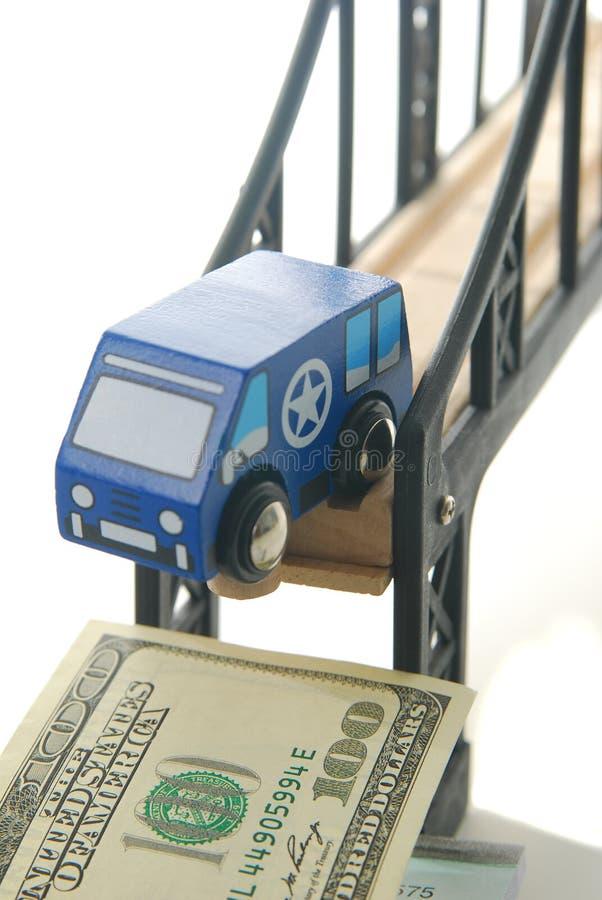 Spielen Sie Packwagen auf Brücke stockfoto