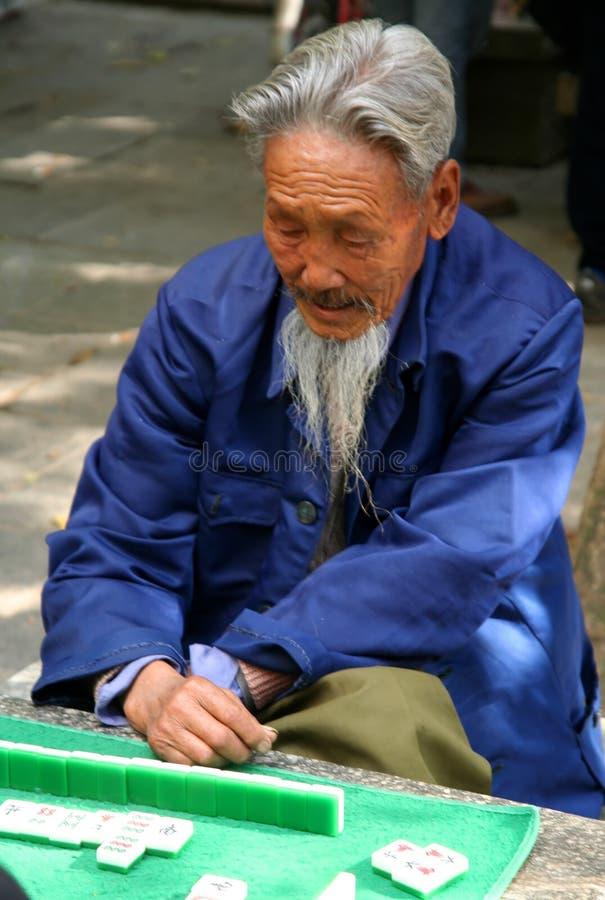 Spielen von mahjong stockfotos