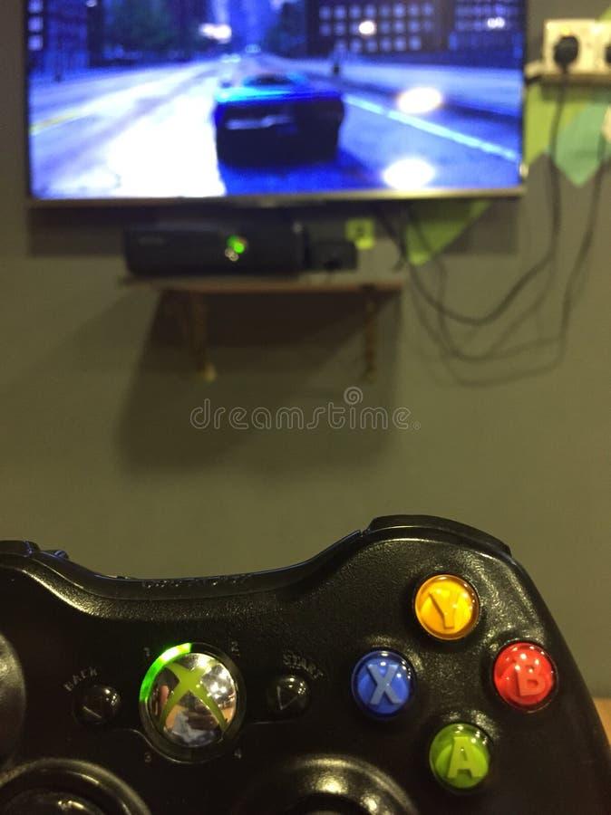 Spielen von Xbox stockbilder