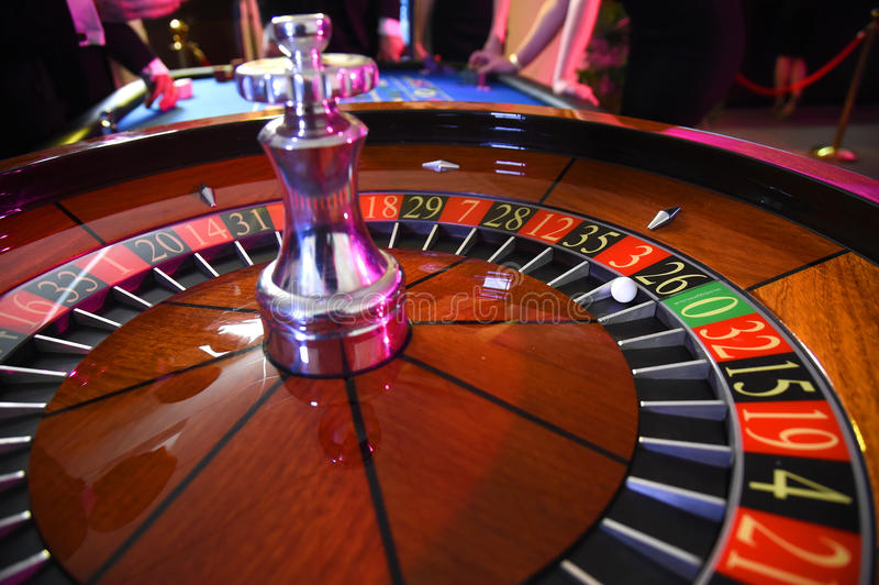 Spielender Roulettekessel stockfotos