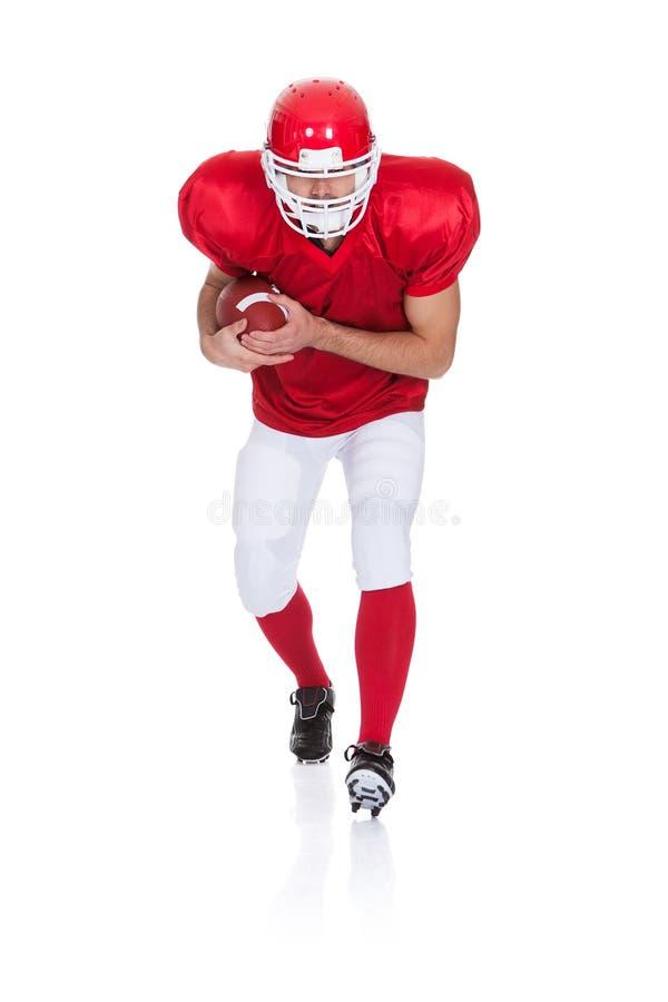 Spieler des amerikanischen Fußballs, der mit Kugel läuft lizenzfreies stockbild