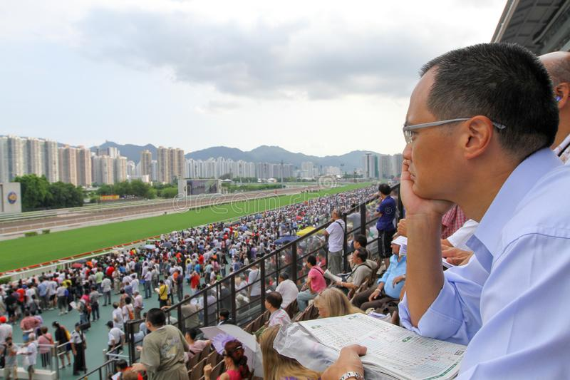 Spieler Sha Tin Racecourse, die im Zahlwerk spielen lizenzfreie stockfotos