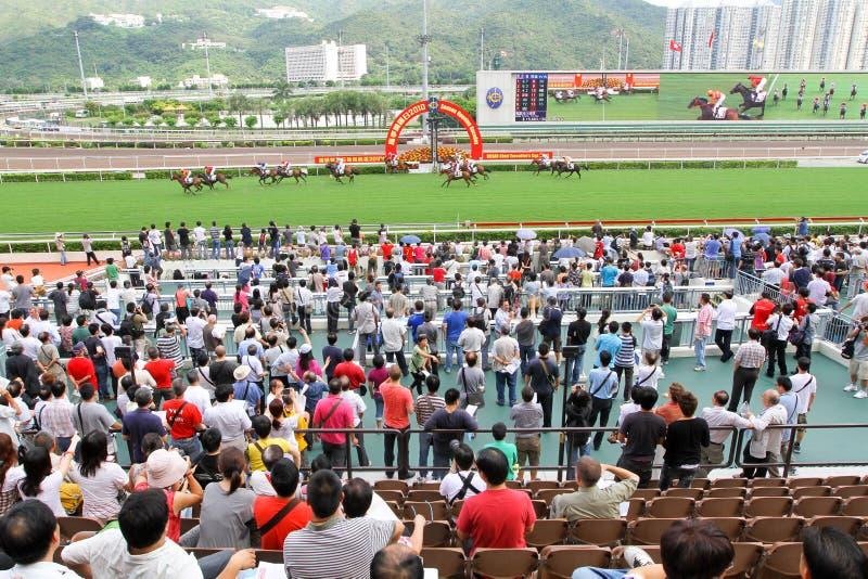 Spieler Sha Tin Racecourse, die im Zahlwerk spielen stockfoto