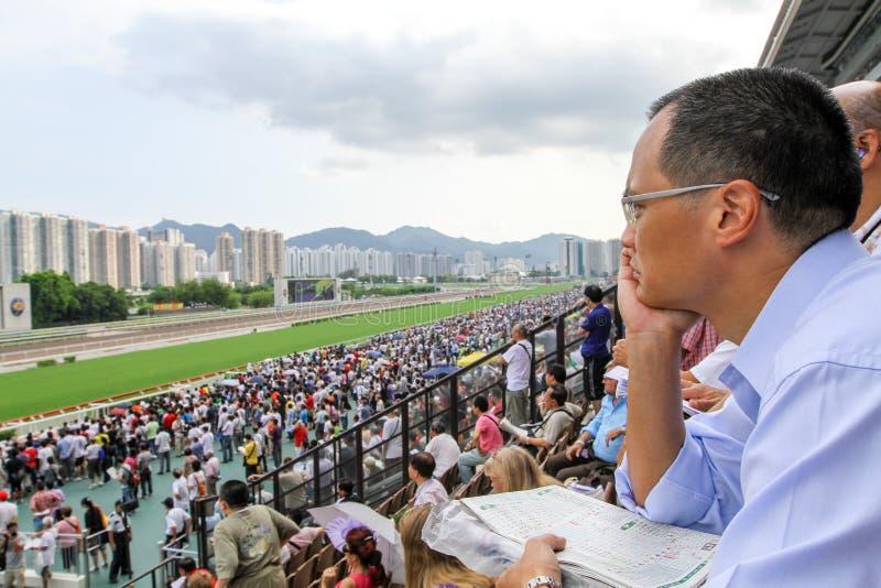 Spieler Sha Tin Racecourse, die im Zahlwerk spielen stockfotos