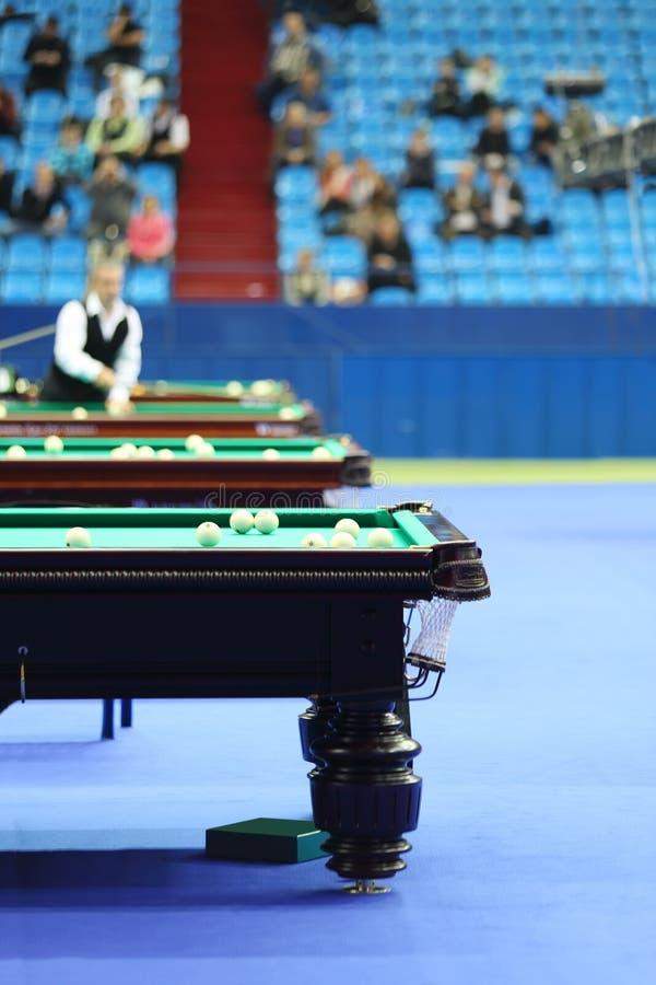 Spieler von Billard nimmt VII am internationalen Billard-Turnier teil lizenzfreie stockfotos