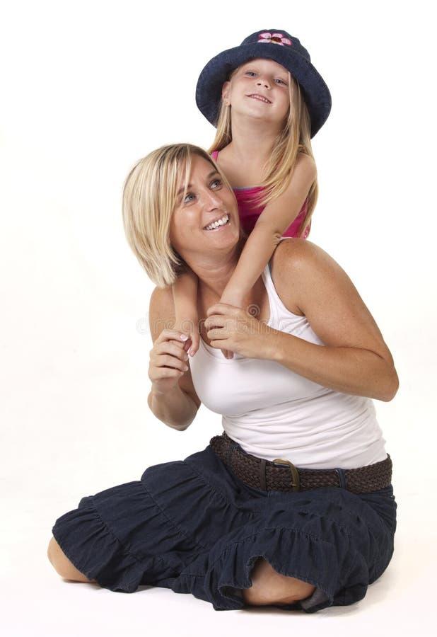 Spielerische Mamma und Tochter lizenzfreies stockbild
