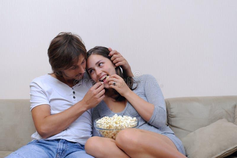 Spielerische Paare stockfoto