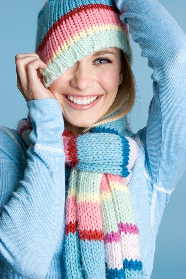 Spielerisches Winter-Mädchen stockfotos