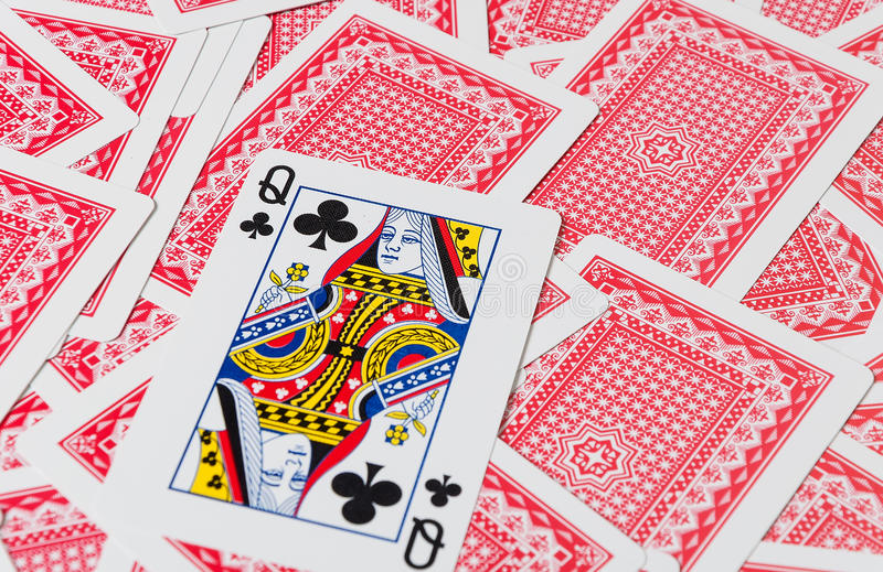 Spielkarten auf Holztisch, Nahaufnahme stockfotografie
