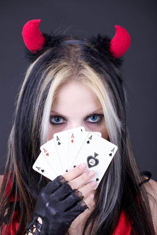 Spielkarten des Mädchens lizenzfreie stockbilder