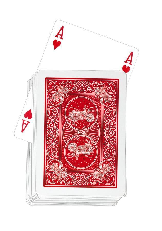 Spielkarten - Herzass dreht sich oben in rote Plattform lizenzfreie stockfotografie