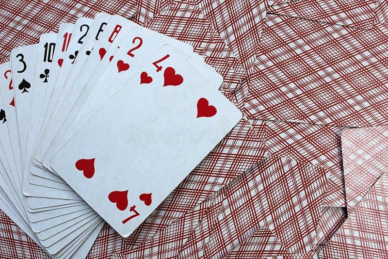 Spielkarten liegen Fan auf dem Tisch lizenzfreies stockfoto